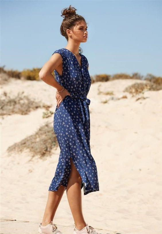 Blauwe jurk met klavertjesmotief